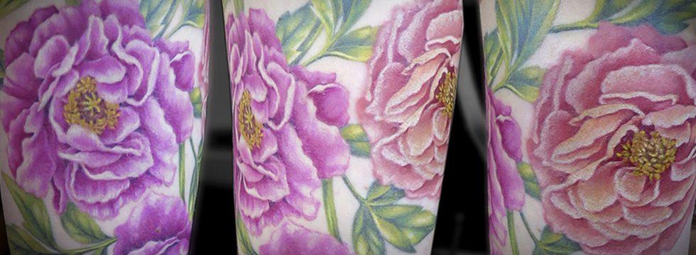 missnico allstyletattoo berlin pfingstrosen flowers blossoms flowertattoo